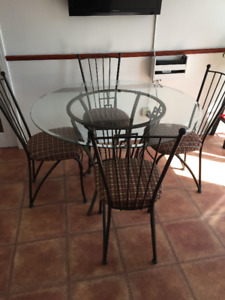 Round Glass Kitchen table + 4 chairs