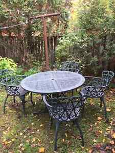 Hauser outdoor table and 4 chairs