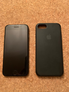 iPhone 7 128G-Black-Unlocked+silicon case+Moshi Screen Protector