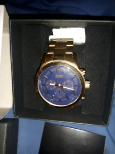 New in box oversized guess watch