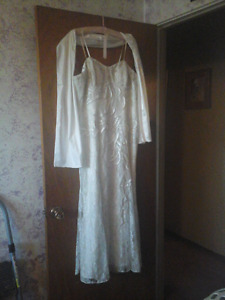 Beauty wedding dress size 14-16 with corset back and shawl