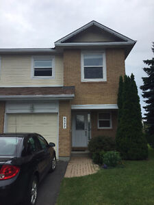 Beautiful end unit townhouse for rent in Orleans