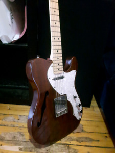 Squier Telecaster Deluxe Thinline semi-hollowed body