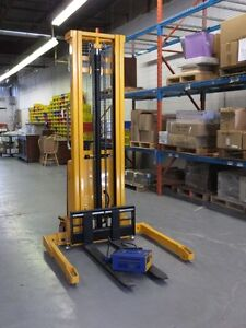 Battery powered - Straddle Stacker -137 inch lift