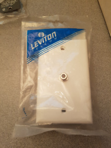 F-CONNECTOR WALL PLATE FLUSH MOUNT LEVITON 40981W