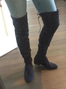 LIKE NEW IN BOX NAVY BLUE SUEDE KNEE HIGH FLATS BOOTS 8.5