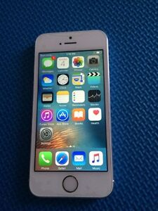 Iphone 5S blanc  16gig Fido excellente condition comme neuf