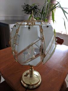 lampe de chevet  est touch-tone ( s allume au toucher )