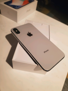 Iphone X 64Gb + 7 Cases + Warranty till July 2020