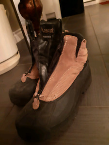 Winter boots boy's size 7 Ascent Brand Thermolid almost new