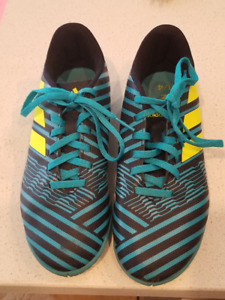 Indoor Soccer Shoes - Size 4