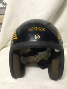 VINTAGE SKI-DOO HELMET BLACK YELLOW SKIDOO MODEL 300
