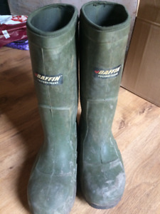 Winter steeltoed rubber boots