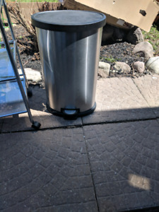 Stainless steel garbage can with foot pedal