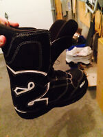 32 Snowboard Boots - Size 5
