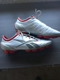REEBOK Football/Rugby boots, blades size 9 1/2