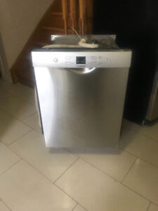 Bosh 24 inch Stainless Steel inside and out Dishwasher For Sale