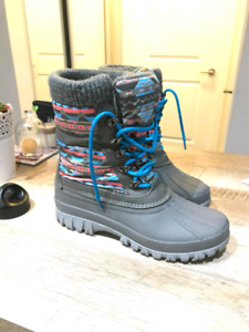 Sketchers woman snow boots