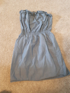 Denim-looking strappless dress with pockets