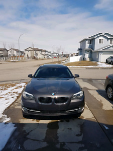 2011 bmw 528i 5 Series -  MUST GOO  FIRMM
