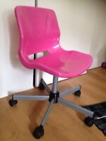 Super cute PINK rolling chair!!
