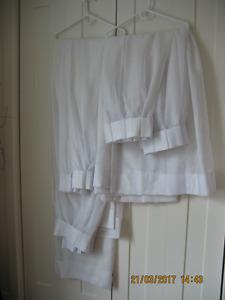 A vendre Ensemble de 4panneaux rideaux blancs
