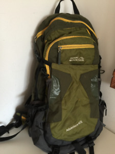 ROYAL MOUNTAIN 40 L ADVENTURE BACKPACK W/RAIN COVER