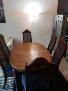 Table and chairs dining set