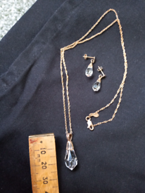 9ct yellow gold earrings & pendant on chain.