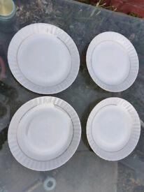 4 x Chodziez Iwona Bone China Dinner Plates