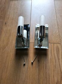 Two wall lights with bulbs - Free