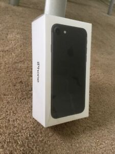 iphone 7 Brand new sealed,,1year apple warranty