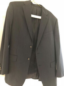 Ralph Lauren Navy Pinstripe Men's Suit (Jacket 44R, pants 38)