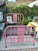 BED SOLID WROUGHT IRON-ANTIQUE. SIZE 1 1/2.TWIN-CALL 905-686-720