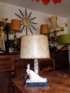 Magnifique Lampe de Table Antique Marbre Statue Paon West Island Greater Montréal image 3