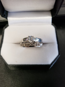 LADY'S WHITE GOLD AND DIMOND ENGAGEMENT SET