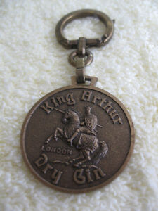 """A COLLECTOR'S IMPRESSIVE KEY RING..""""KING ARTHUR'S DRY GIN"""""""