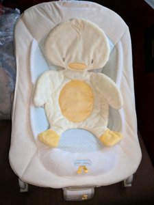 Baby seat with vibration
