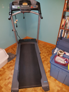 Free Weslo Cadence R5.2 treadmill, good running condition