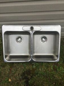 Kitchen sink in excellent condition $130 or best offer