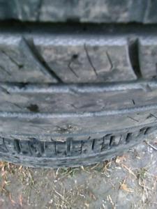 4 pneus été Nokian 215/70R16 bons pour 2-3 été