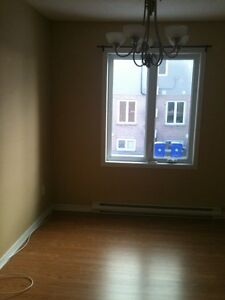 Bright open concept 2 Bedroom Condo with full garage Aylmer Gatineau Ottawa / Gatineau Area image 2