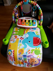 Fisher-Price Deluxe Kick & Play Piano Gym - English Edition