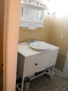 VERY PRETTY WHITE BATHROOM CABINET WITH SINK AND TAPS