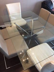 Table de cuisine en verre trempé 800$