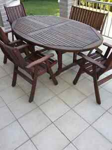 Outdoor dining set - Jarrah Jensen