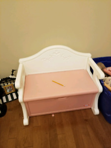 Kids toybox and seat