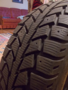185/65R 14 UNIROYAL TIGER PAW ICE & SNOW II 8