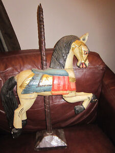 BEAUTIFUL DECORATIVE PAINTED WOODEN CAROUSEL HORSE