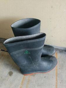 size 4 steel toed rain boots